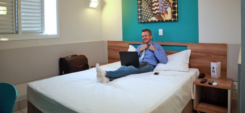 STANDARD ROOM – 1 CAMA DE CASAL - MEGA MODA HOTEL GOIÂNIA